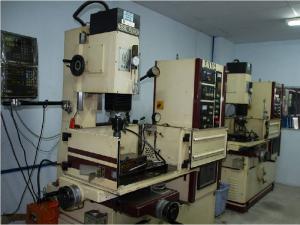 EDM Machine - Máy xung điện