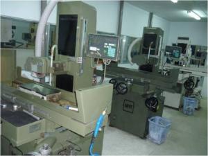 Grinding Machine - máy mài